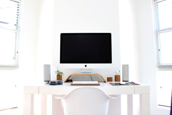 Biurko regulowane – dla kogo?