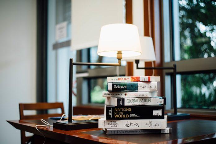 Oświetlenie dla moli książkowych – lampki do czytania
