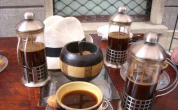 Stoliki kawowe w stylu retro