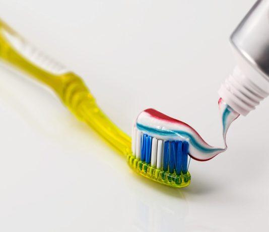 Czy pasty wybielające niszczą zęby?