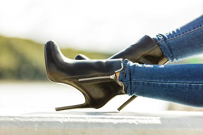 Jak rozciągnąć buty zamszowe domowymi sposobami?