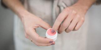 Zakup kosmetyków przez internet bez wychodzenia z domu