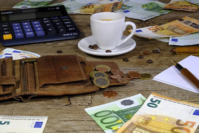 Na czym polega konsolidacja kredytów i jakie korzyści się z nią wiążą?