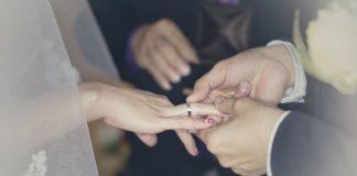 Jakie znaczenie ma obrączka ślubna?