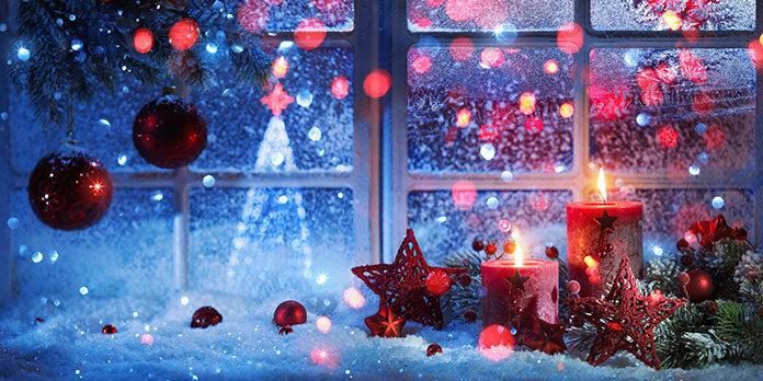 5 ozdób bożonarodzeniowych na okno, które wprowadzą świąteczny klimat