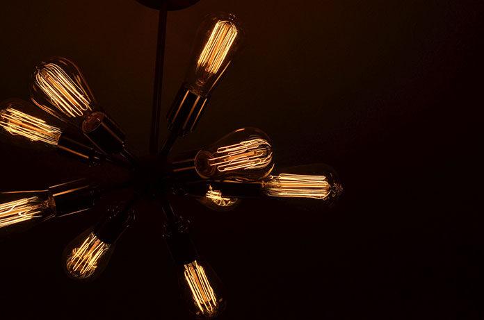 Nowoczesne lampy wiszące do sypialni – jak dobrać je do konkretnego stylu?