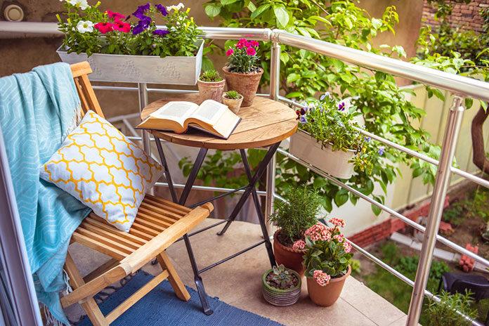 Meble i dodatki, które uprzyjemnią wypoczynek na tarasie lub balkonie